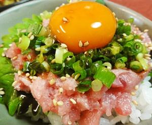 2. 黄身醤油のネギトロ丼