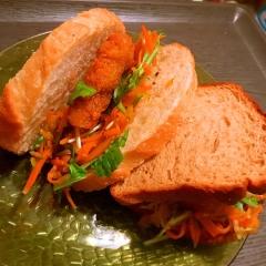 チキンと彩り野菜のママレード×マスタードサンド
