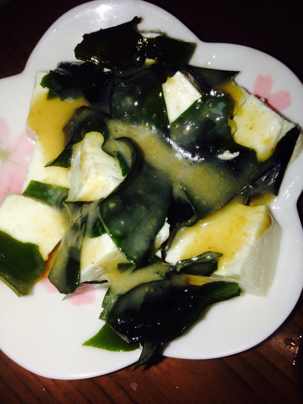 豆腐とわかめのごまサラダ
