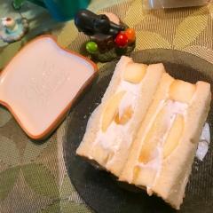 桃の爽やかミント黒胡椒ハニーヨーグルトサンド