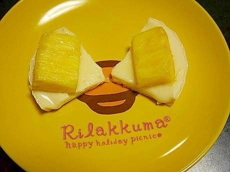 カマンベールチーズとパイナップルのデザート