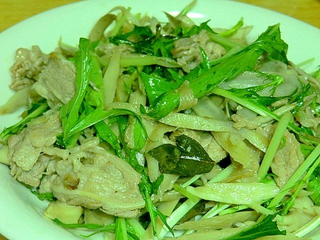 お洒落なバジル料理。牛肉と根菜の炒め物
