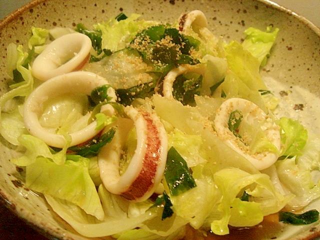 イカとわかめ、レタスの中華風サラダ