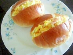 マヨ炒り玉サンドロールパン