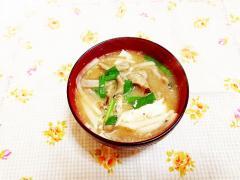 蕎麦だんご入り♪大根とニラのお味噌汁