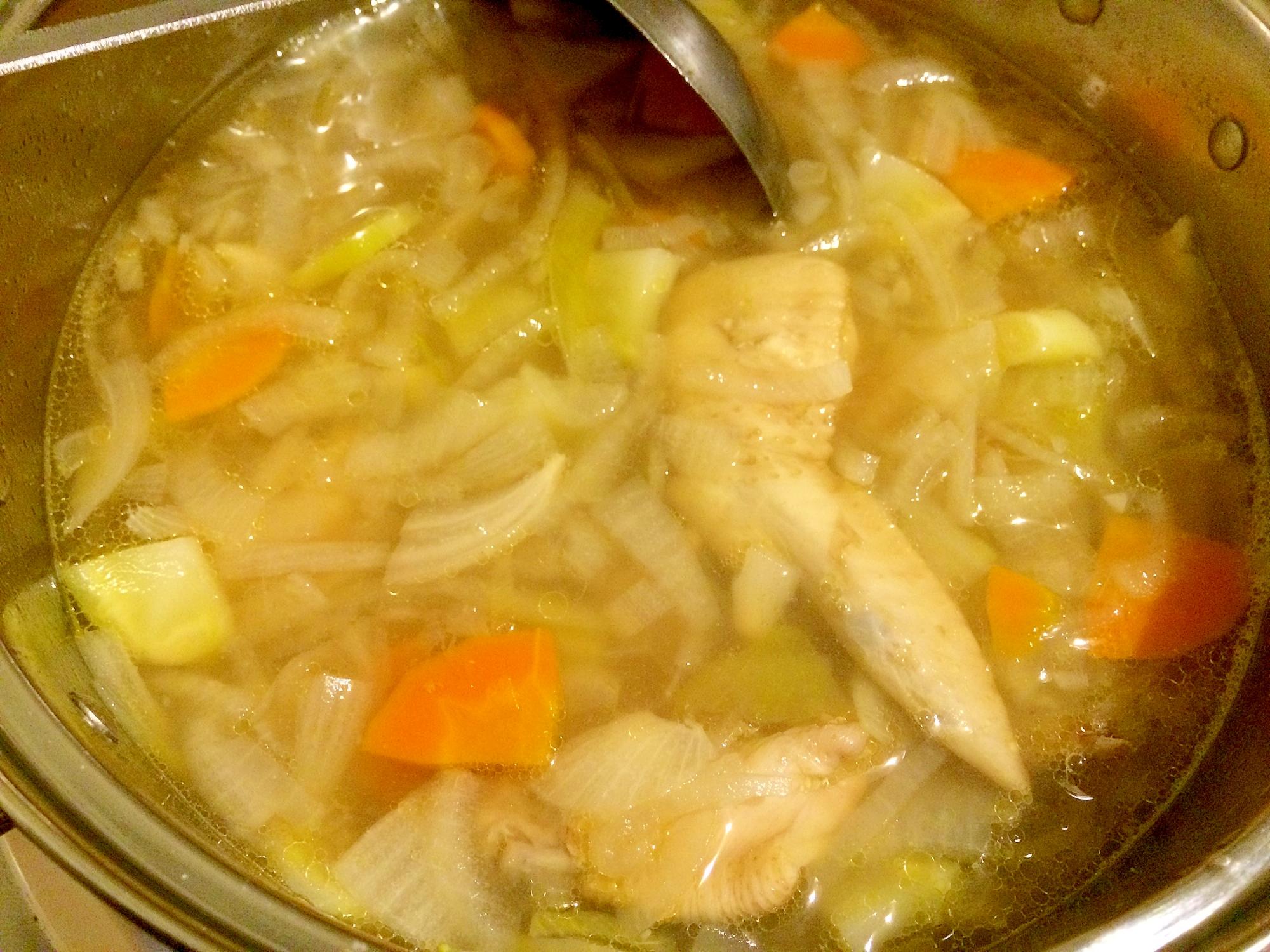 1. たっぷり野菜と手羽先のスープ