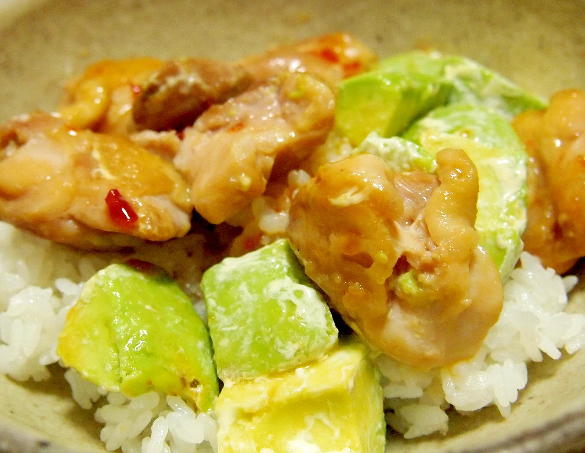 スイートチリチキン&アボカドマヨ丼