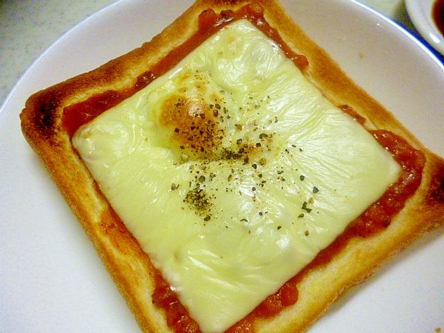 簡単♪朝ごパン♪ミートソースのせチーズトースト