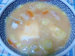 豆腐プラスで二日目もおいしい豚汁