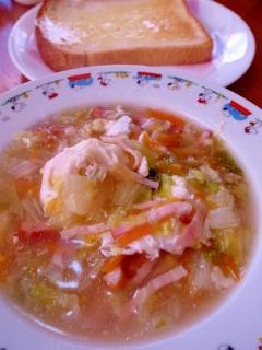 白菜の野菜たっぷりポーチドエッグスープ