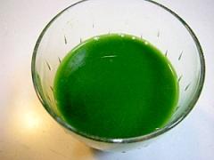 青汁、はちみつ、りんご酢、枇杷の葉茶のジュース