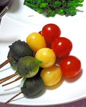 トマトとうずらで三色団子!?