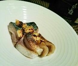 ワインに日本酒に、〆鯖のブルーチーズ焼き