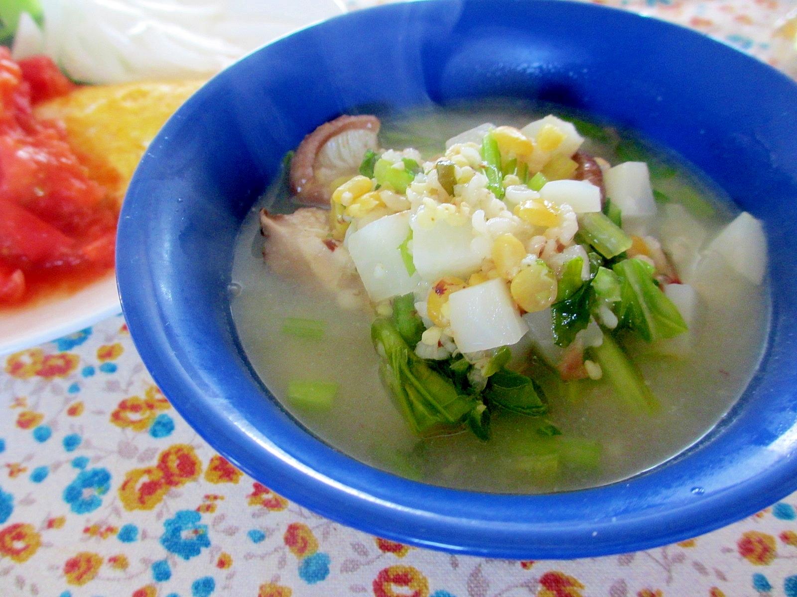カブと豆と雑穀のスープ