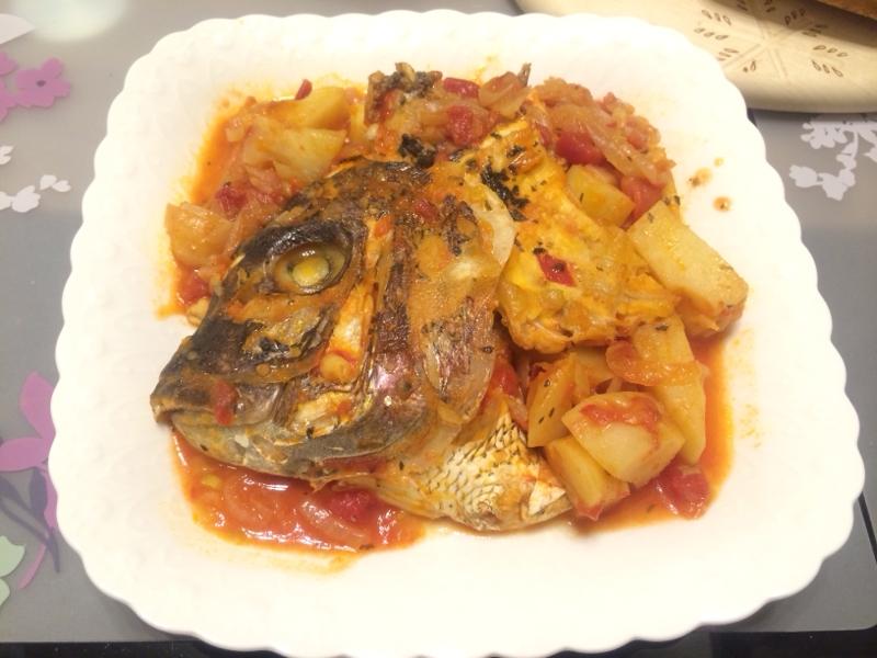 鯛のあらで♪簡単贅沢アクアパッツァ(洋風煮込み)
