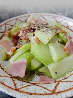 ハヤト瓜とベーコンのソテーチーズ風味
