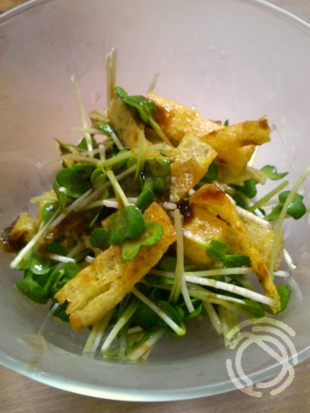 カイワレと油揚げの塩麹サラダ