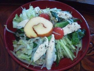 チキンと細切り野菜のニンニク風味冷やし中華