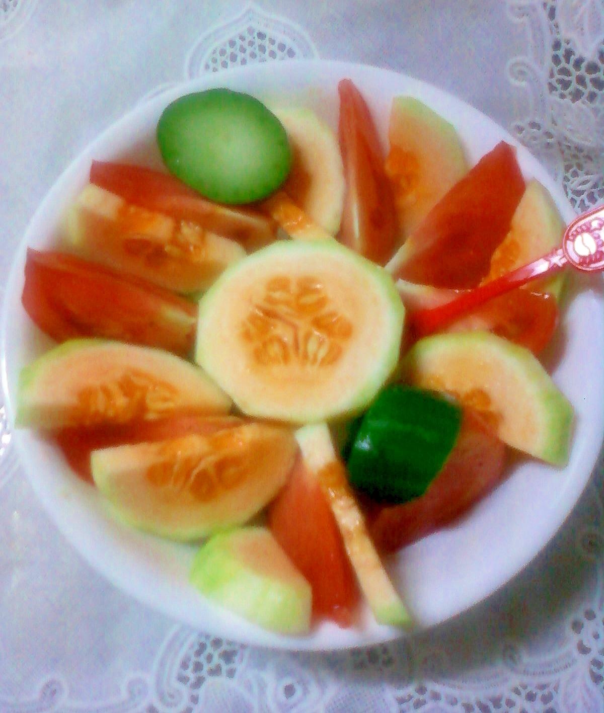 ☆トマトときゅうりと瓜のレモンソースサラダ☆*:・