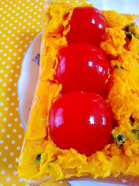 トマトとかぼちゃのトースト