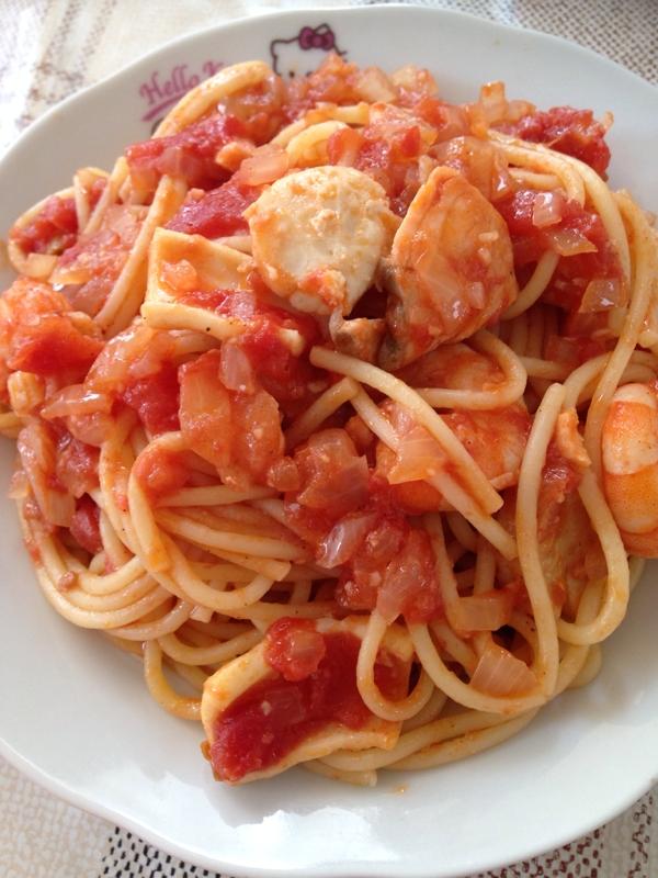 刺身の残りでトマトパスタ