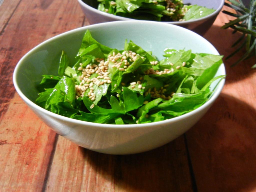 1. セロリの葉の韓国風サラダ