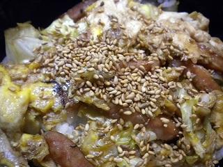 ウインナーキャベツすき焼き卵丼