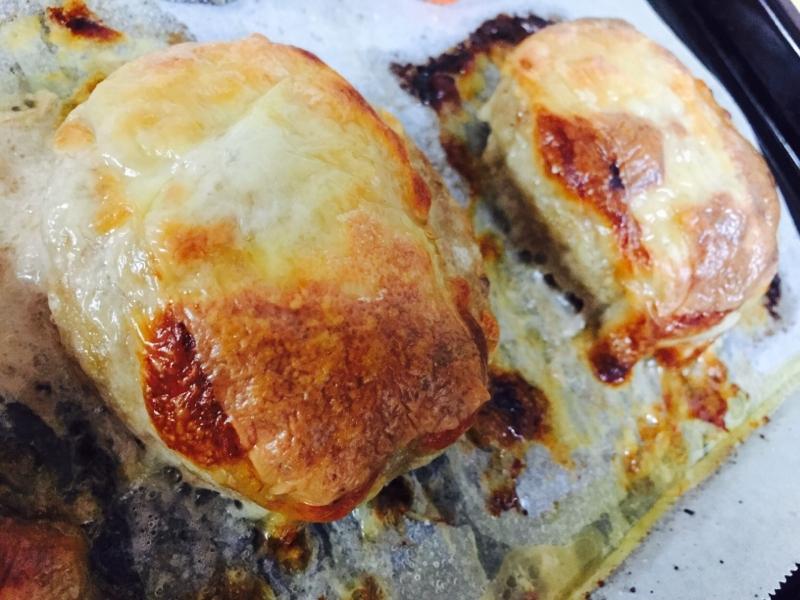 6. チーズのせポークハンバーグ