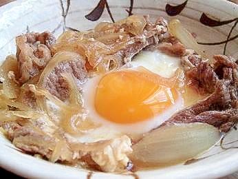 牛肉の卵のせすき焼き煮