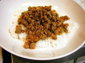 スウィートチリソースを使った肉そぼろと野菜炒め☆