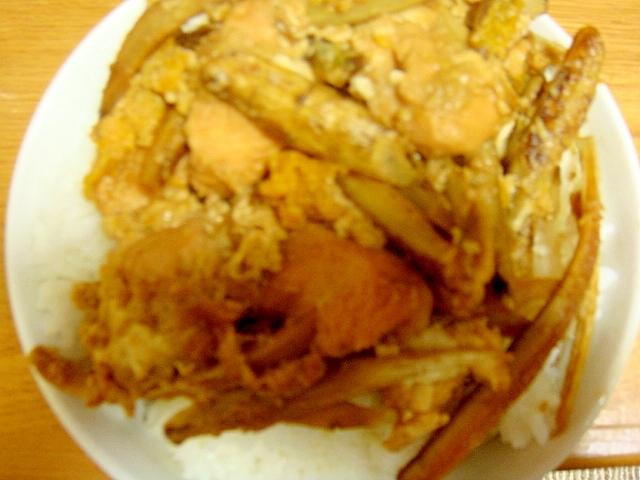 鶏ムネと牛蒡と豆腐のすき焼き卵丼