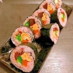 マグロの漬けと菜の花のボリューム巻き寿司