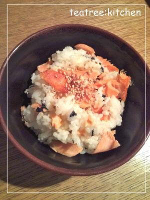夜食にぴったり★鮭とわかめの混ぜごはん