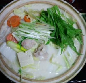 鶏肉となんこつ入り鶏肉団子の豆乳鍋