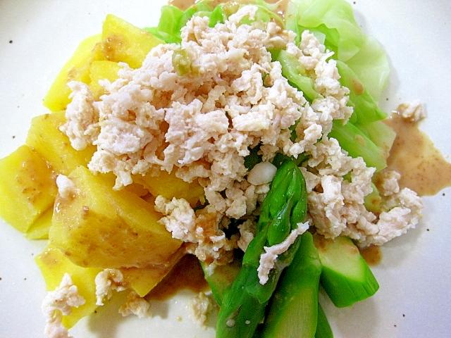鶏ひき肉と野菜の温野菜サラダ