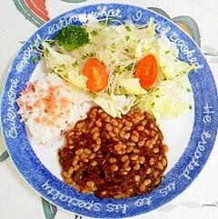 納豆とサラダで、ダイエット