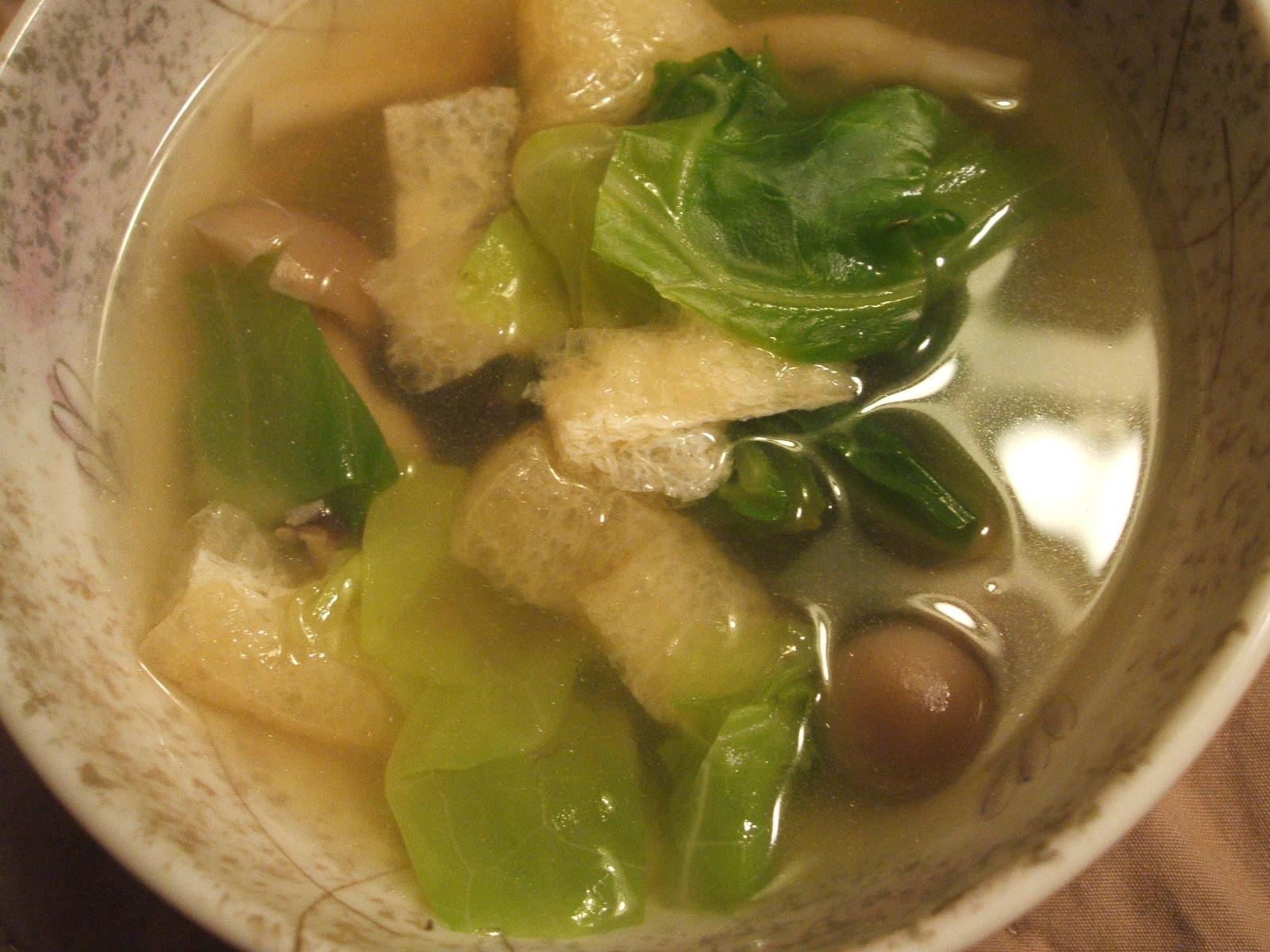 キャベツとシメジと油揚げの和風スープ