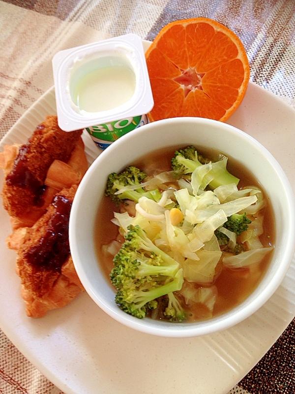 クロワッサンサンドと野菜スープのワンプレート