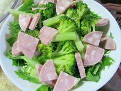 ハムとブロッコリーのサラダ