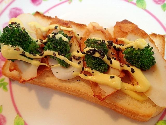 竹輪とブロッコリーのグルメマヨ胡麻トースト