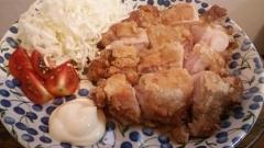 鶏もも一枚肉を揚げたジューシー唐揚げ