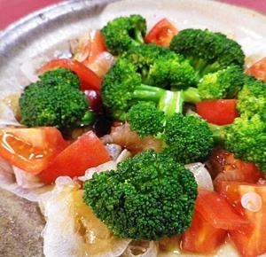 新玉ねぎとトマトブロッコリーの中華サラダ