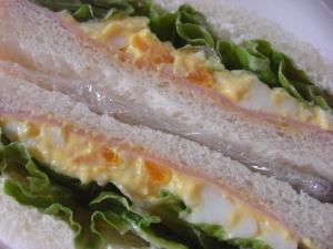 具沢山のハム卵サンド