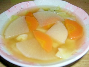 キャベツ入り大根と人参の和風スープ