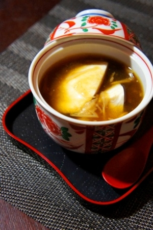出汁いらず、すくい豆腐のとろろ昆布と湯葉餡