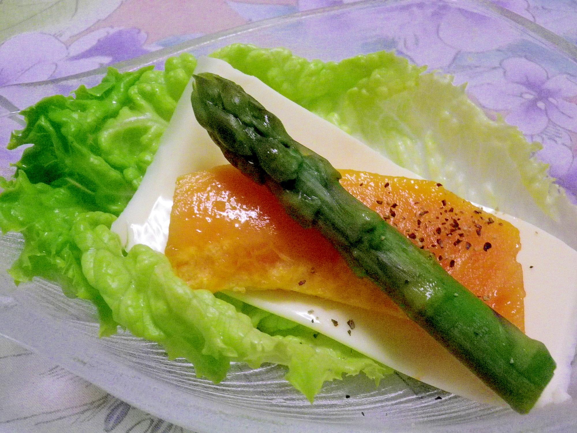 アスパラとパパイヤのゴーダチーズサラダ