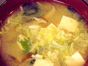 豆腐と椎茸とワカメのお味噌汁