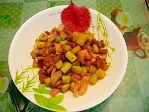 きゅうり、玉ねぎと豚挽肉の醤油炒め