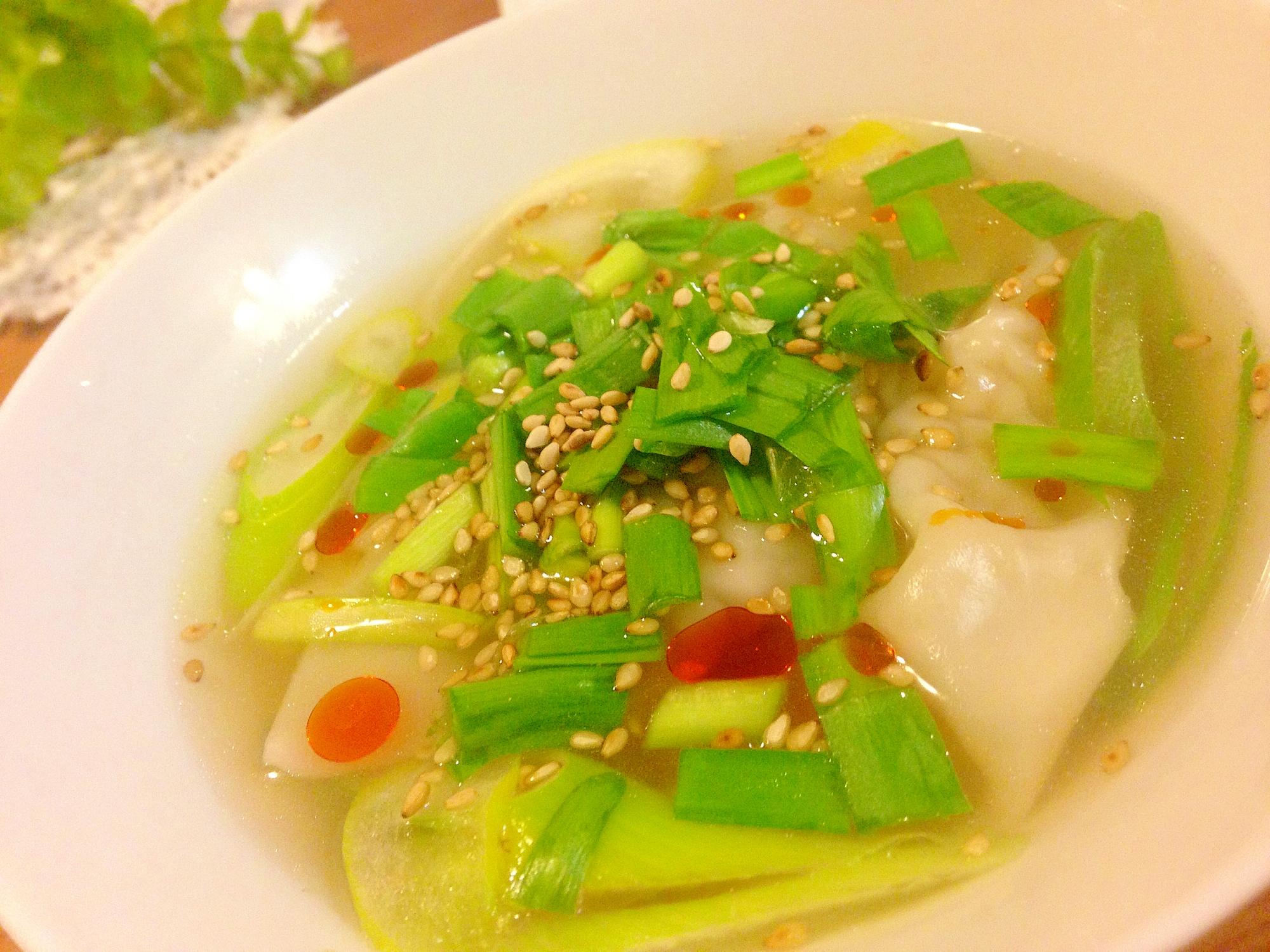 餃子リメイク♪ピリ辛好きのニラ餃子スープ