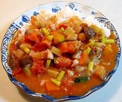 夏野菜いっぱい!ピリ辛のハヤシライス♪
